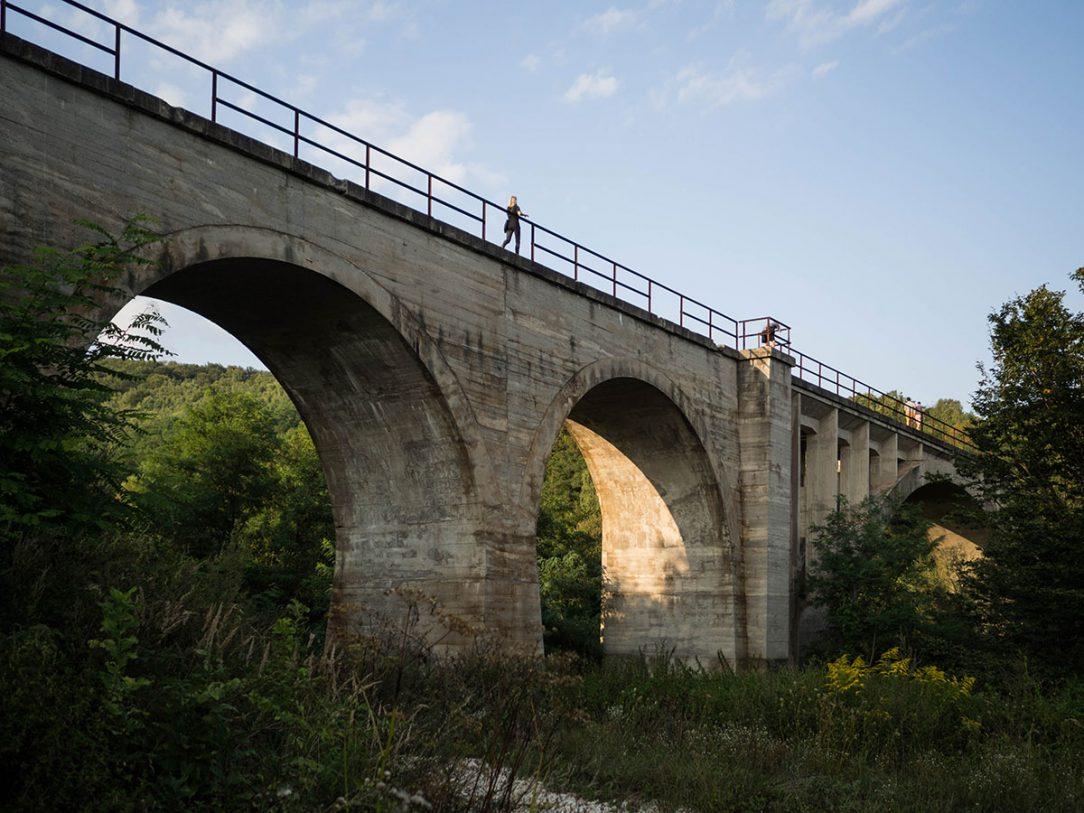 Nedostavený železničný viadukt z obdobia druhej svetovej vojny v Magnezitovciach