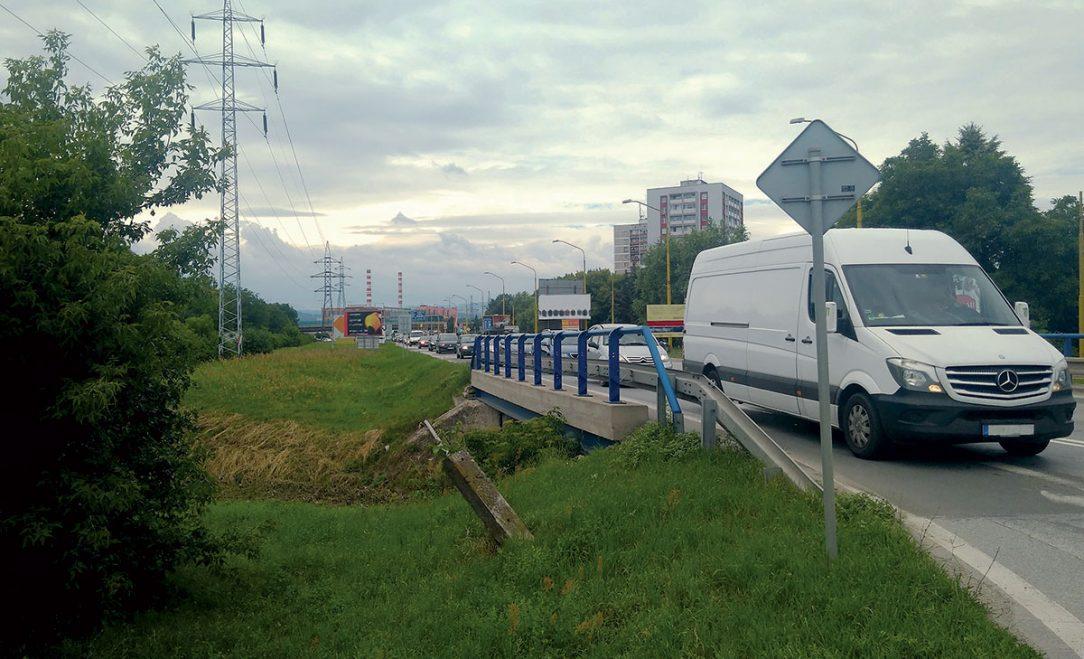 Obr. 1 Súčasný pohľad na komunikáciu II552 a jestvujúci most M4898.01