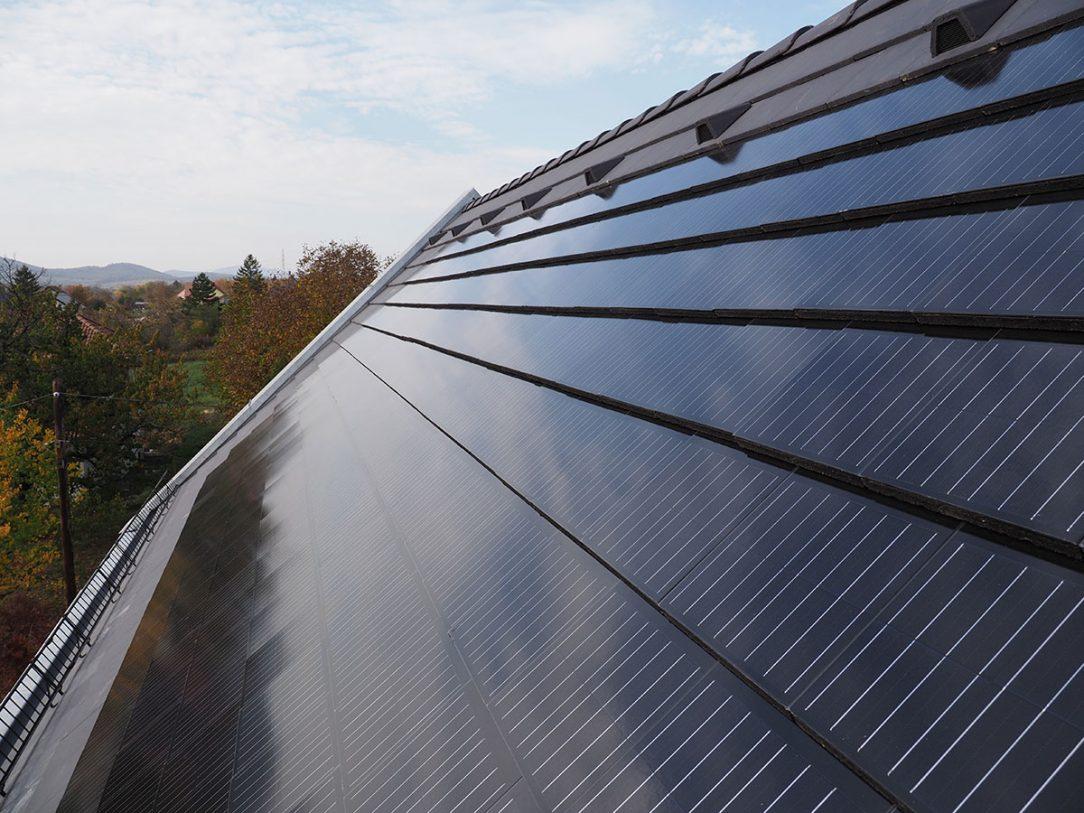 Terran Generon je strešná krytina s integrovaným solárnym článkom