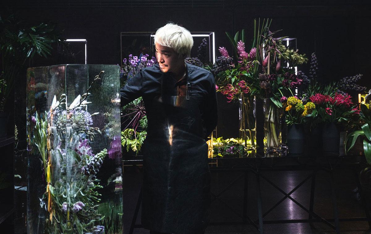Botanický umelec Azuma Makoto z Japonska.