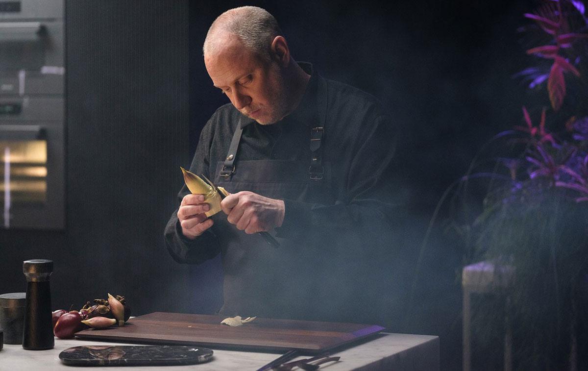 Kyle Connaughton špičkový kuchár vyznamenaný troma michelinskými hviezdami.