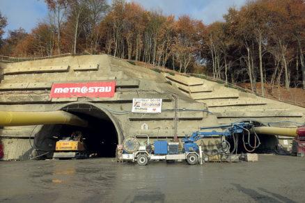 Obr. 2 Východný portál tunela Prešov