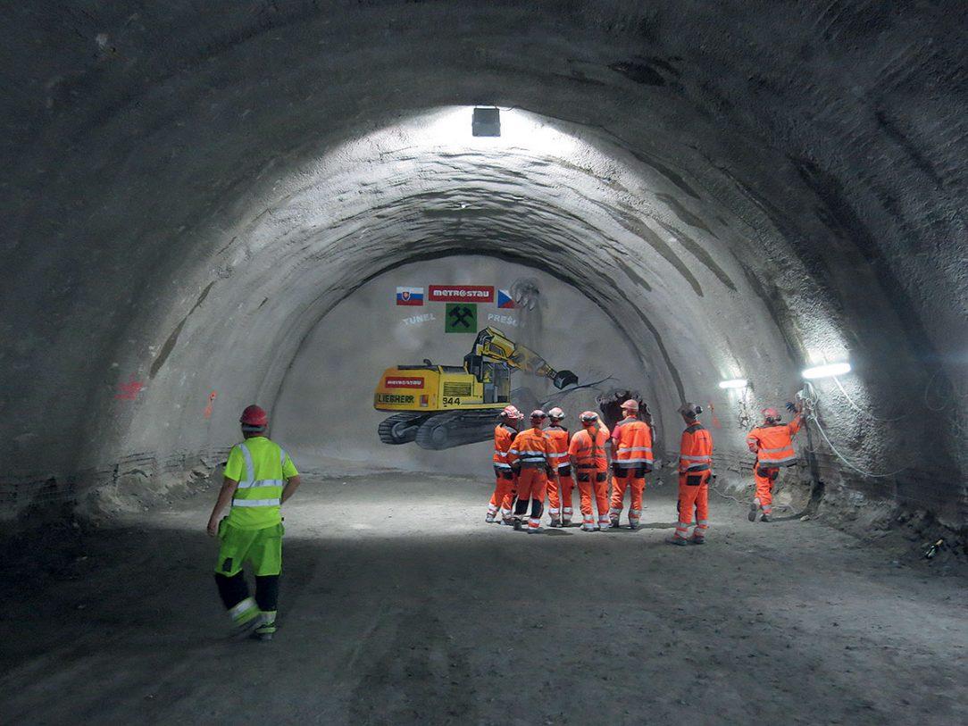 Obr. 8 Prerazenie severnej tunelovej rúry v úrovni kaloty