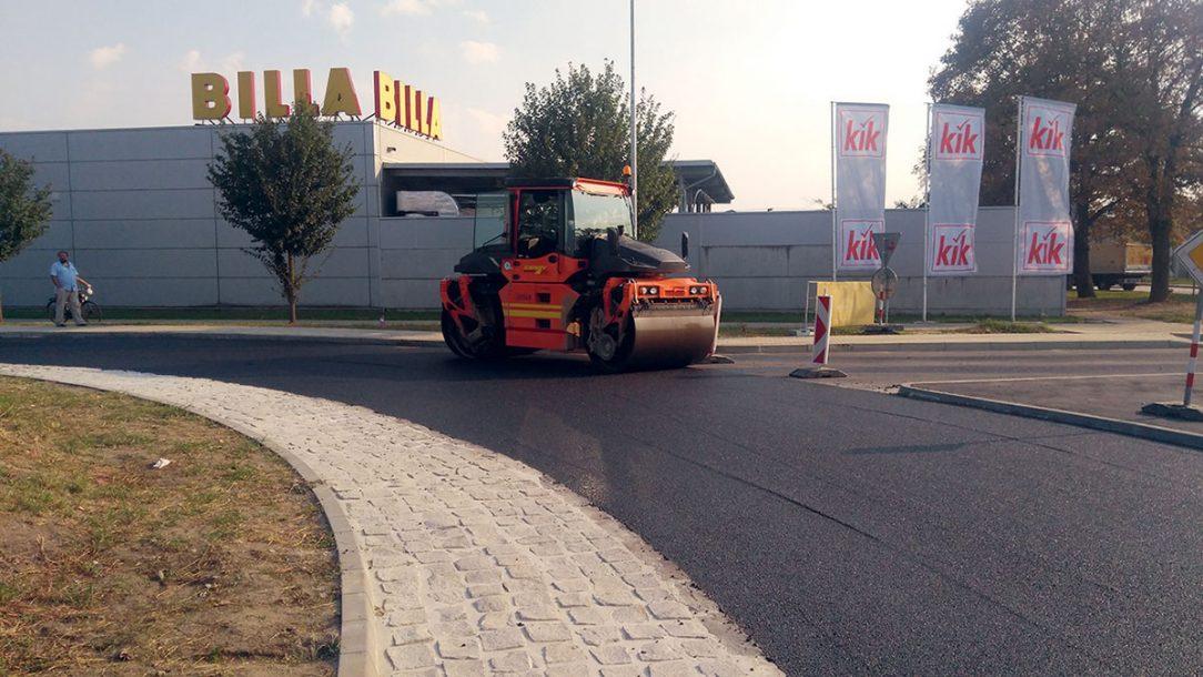 Stavbu realizovala stavebná spoločnosť CESTY NITRA a. s. ktorá v tomto roku začína novú etapu pod obchodným názvom COLAS Slovakia a. s.