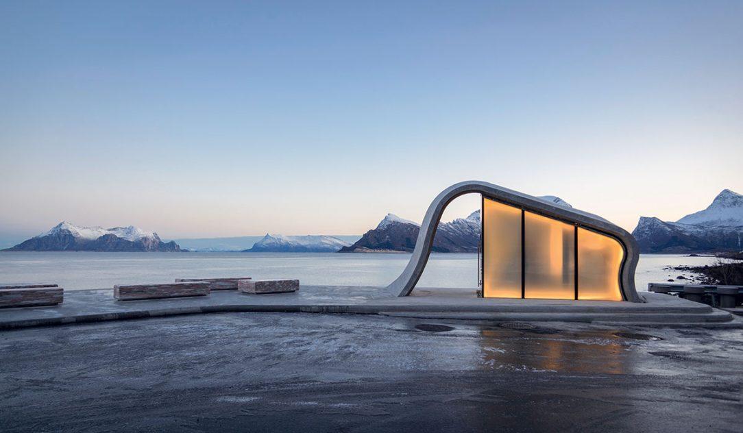 Výhľad je hlavou devízou miesta a architekti mu nechceli konkurovať.