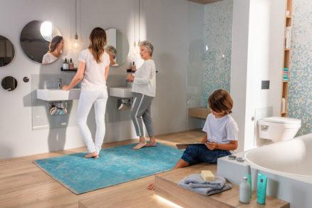 Komfortné kúpeľne môžu bez obmedzenia využívať všetky vekové skupiny. Je pre nich charakteristické predvídavé plánovanie návrhu, inteligentné zariaďovacie a sanitárne produkty a prepracované využitie svetla, farieb a materiálov.