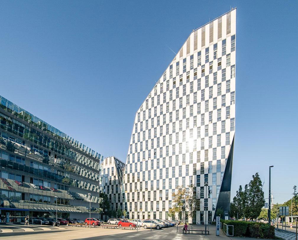 Administratívna budova Crystal v exkluzívnej pražskej lokalite Vinohrady dotvorená sklom spoločnosti Guardian Glass.
