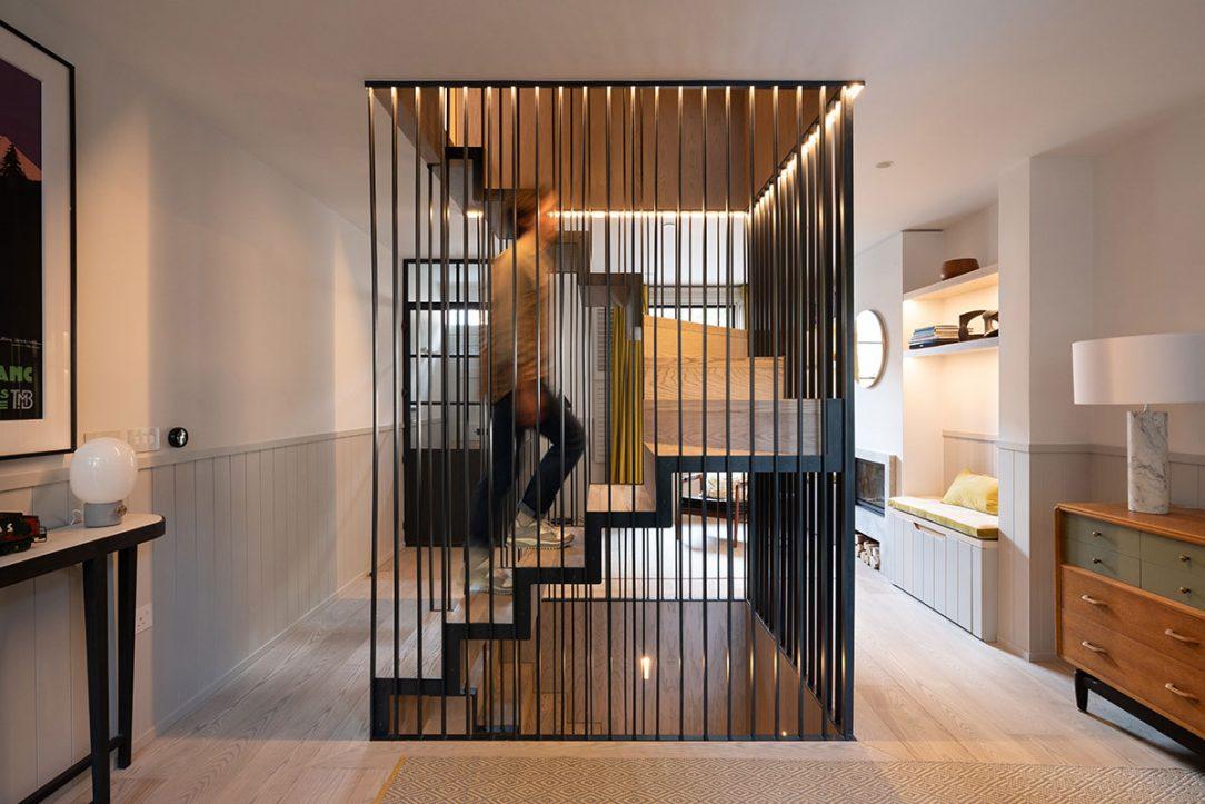 Hlavným rozhodnutím architektov ktoré premenilo celý charakter stavby v prospech predstáv majiteľa bolo centrálne umiestnenie schodiska.