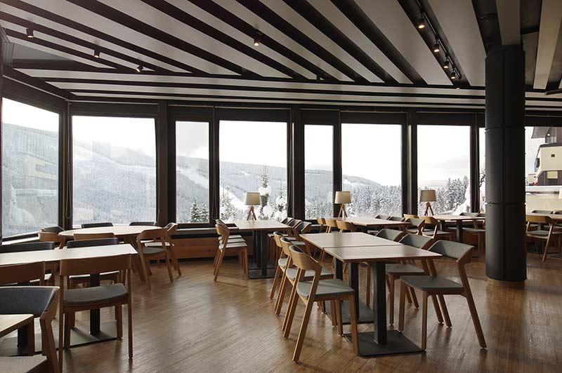 Hotel Horal Špindlerův mlýn – Thermofix Farmárske drevo. Autorom interiéru je DL STUDIO.