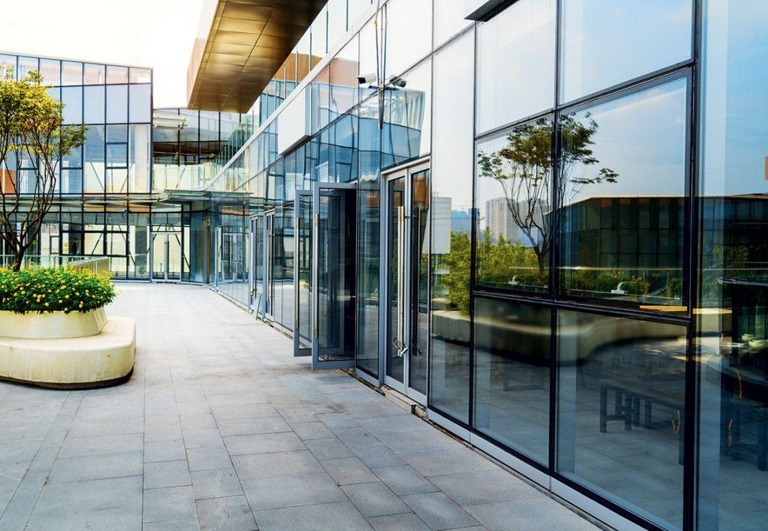 Budúci nájomníci často hodnotia primárne vizuálny charakter, no to na efektívnu prevádzku budovy nestačí.