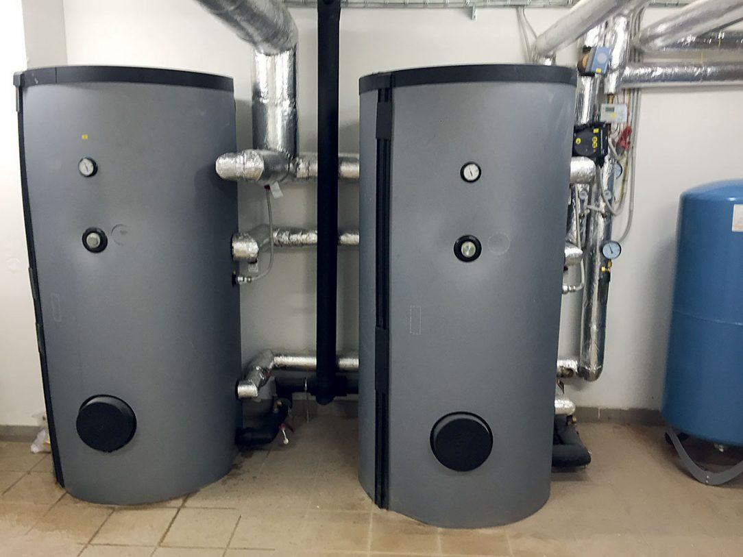 Obr. 4 Systém využíva teplo vyrobené obnoviteľným zdrojom tepla aj na predohrev pitnej vody na teplotu približne 47 °C a to v dvoch akumulačných zásobníkoch.