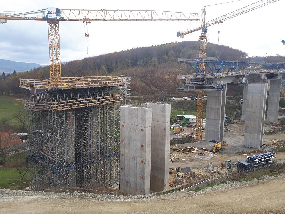 betonáž mostovky mostného objektu 203-00 Most cez údolie Malkovského potoka