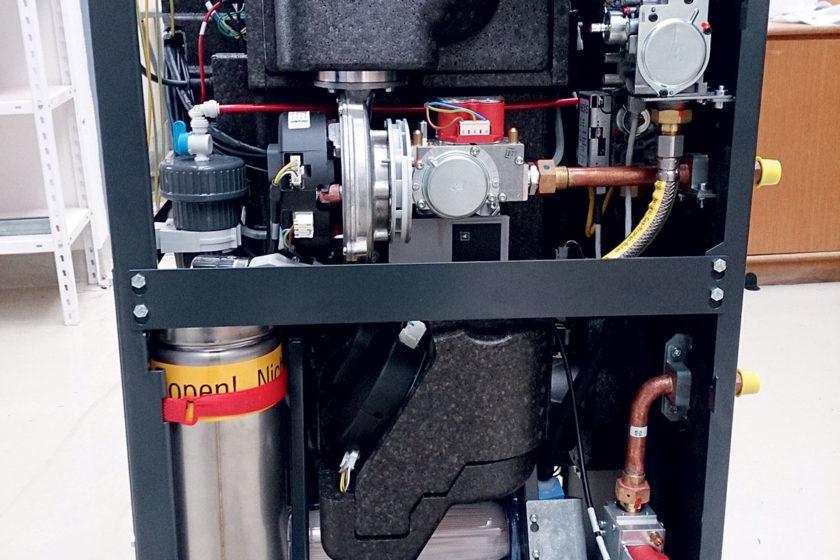 Obr. 1 Mikrokogeneračná jednotka s palivovými článkami b pohľad na integrovaný kondenzačný kotol – spodná časť jednotky