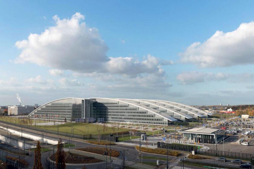 Pri celkovom pohľade na novú centrálu je jasné že fasádny systém veľkou mierou prispel k energetickej bilancii budovy.