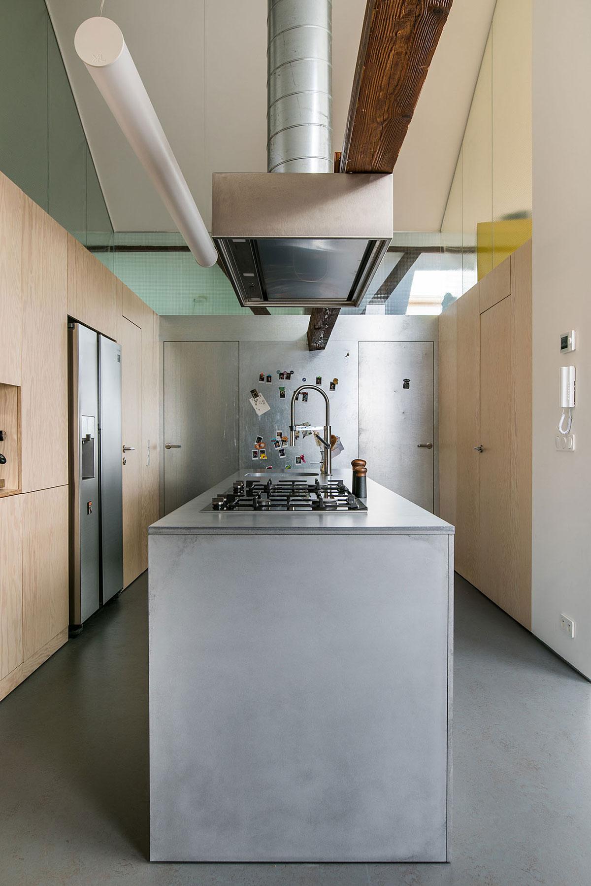 Kuchynská linka v podkrovnom byte