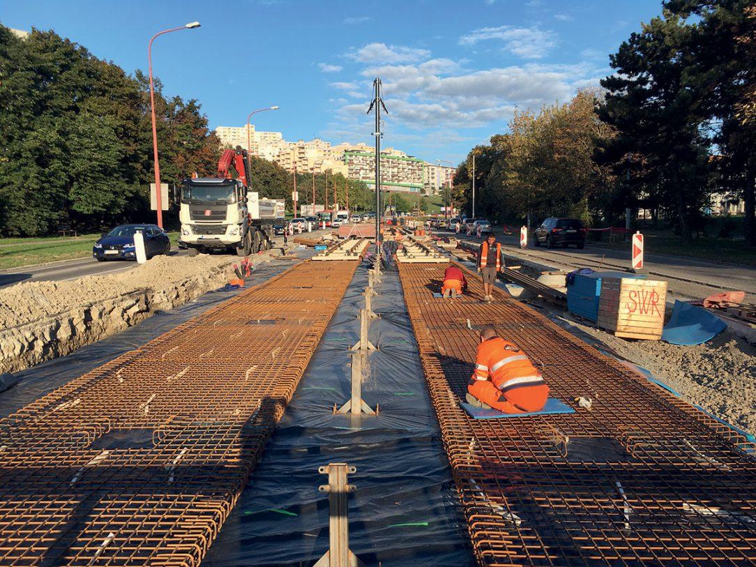 Obr. 2 Práce na rekonštrukcii trate sa začali 15. júna 2019 predpokladaný celkový čas realizácie je 15 mesiacov.