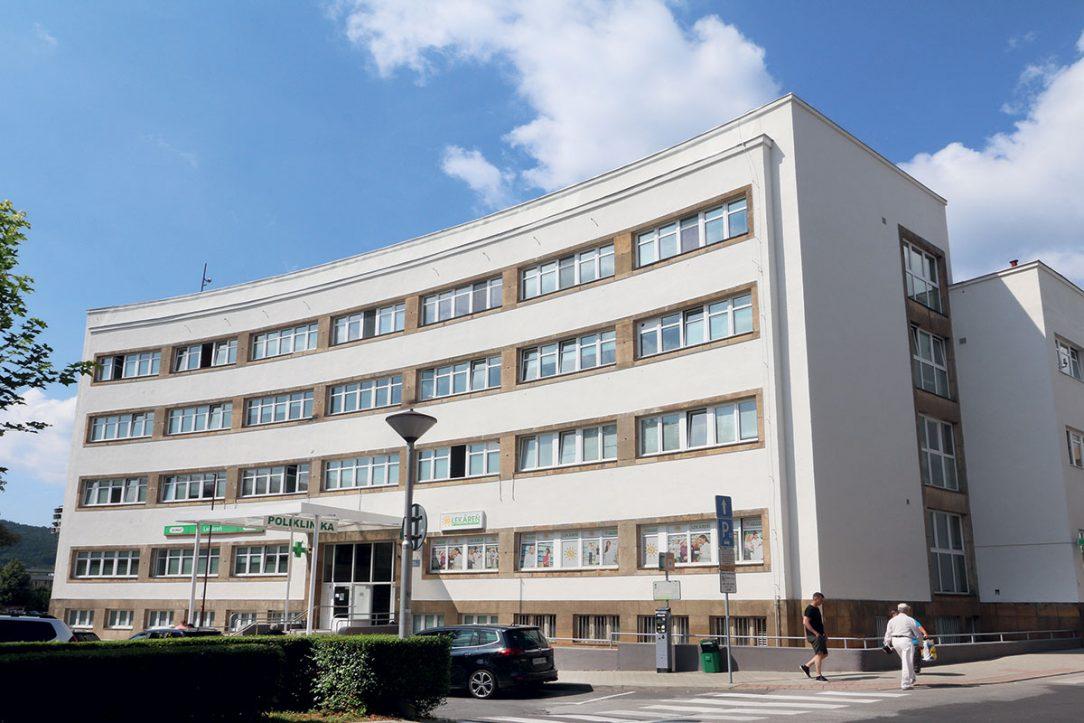 04 Východné priečelie bloku – hlavná fasáda polikliniky František Eduard Bednárik.A