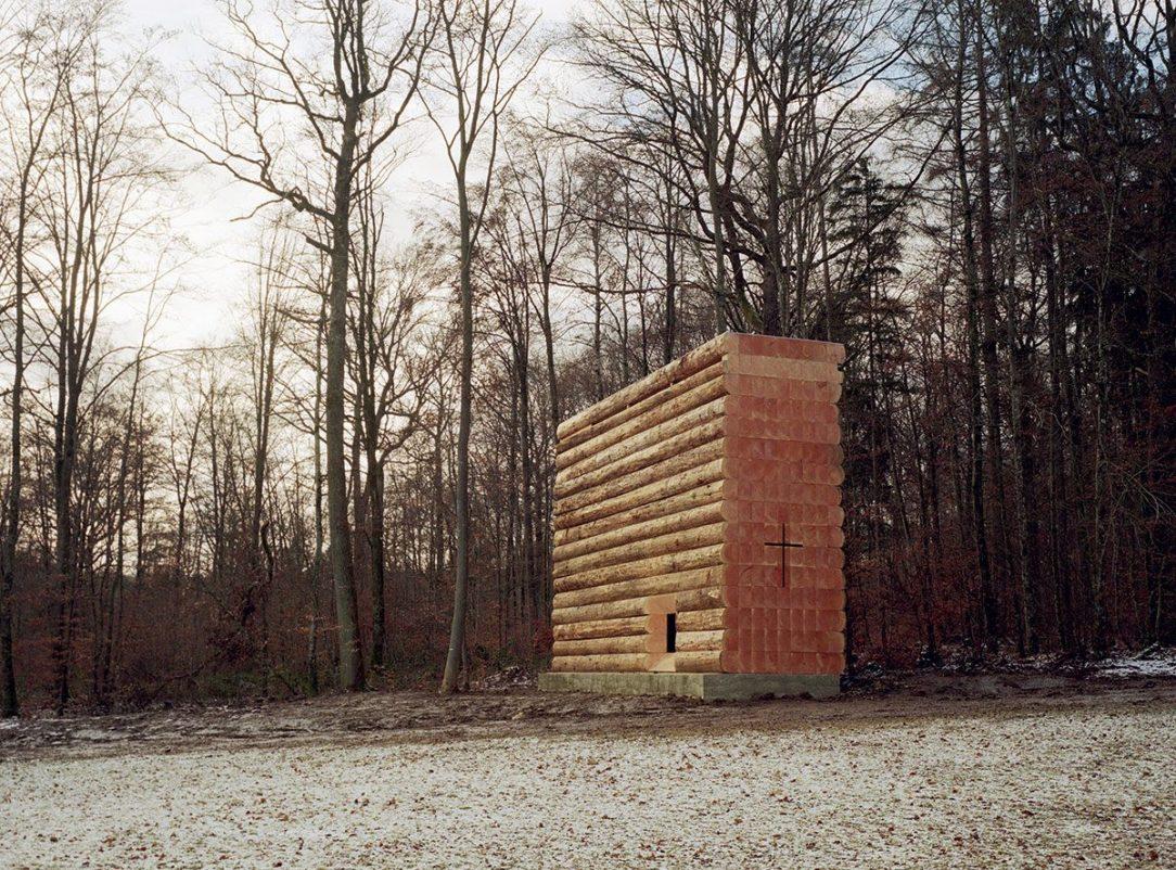 Architekt chcel aby kaplnka pôsobila ako nájdený objekt nie komponovaná stavba.