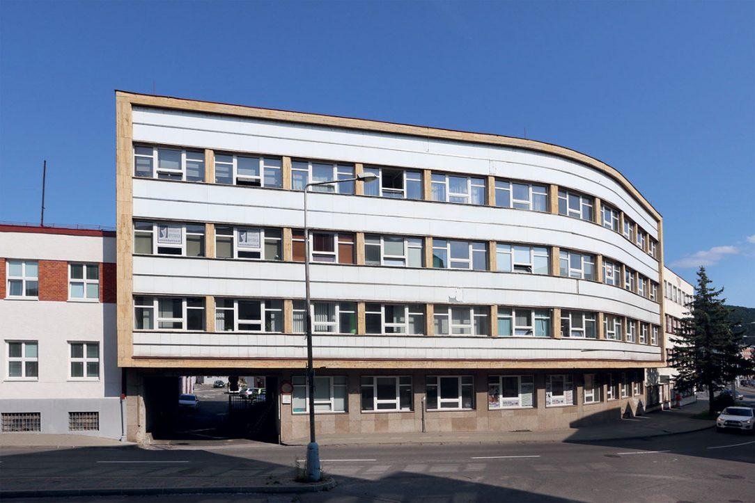Blok uzavrela dostavba budovy Krajskej odborovej rady Igor Teplan st. Ladislav Kmeť.