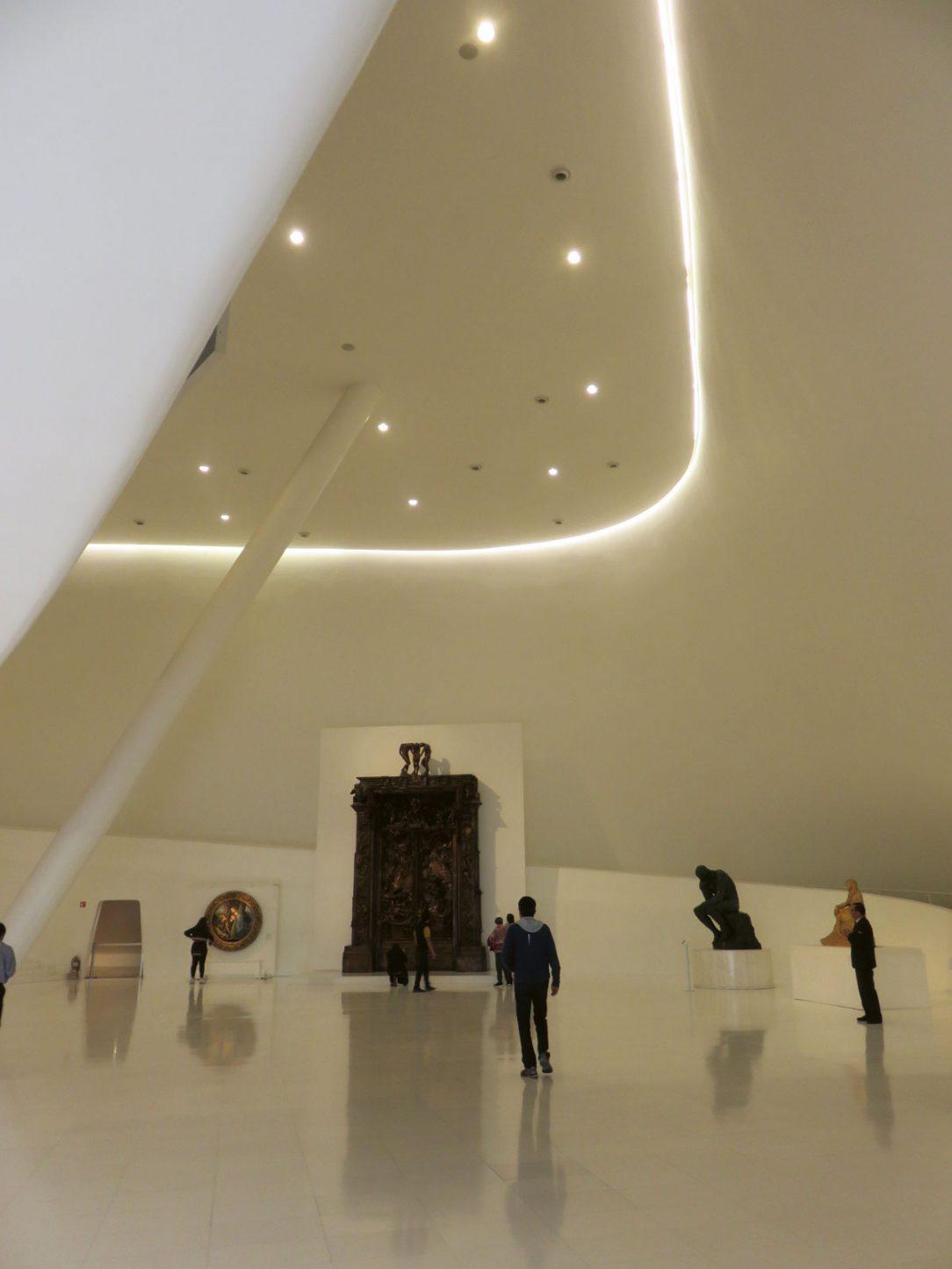 Monumentálna vstupná hala Museo Soumaya je vysoká cez niekoľko podlaží.