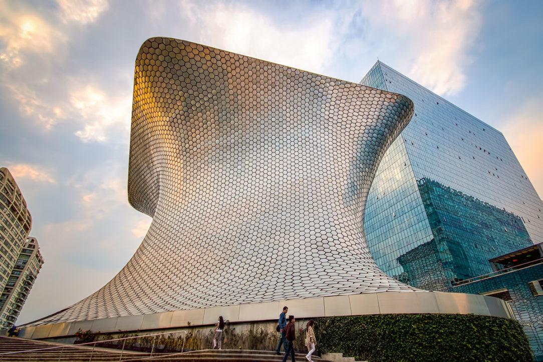 Museo Soumaya bolo postavené v roku 2011 podľa projektu mexického architekta Fernanda Romera.