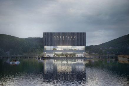 Nová dominanta mestečka sa nachádza priamo na jazere. Nadväzuje tak na najvýznamnejšie miestne tradície.