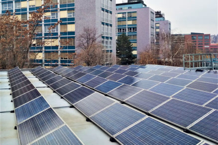 Obr. 6 Fotovoltický systém na streche Elektrotechnickej fakulty ČVUT v Prahe