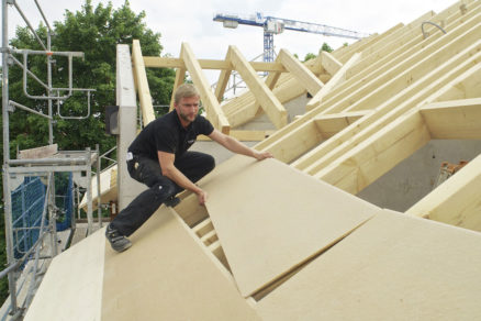 Aplikácia drevovláknitej izolačnej dosky Steicouniversal v rámci zhotovenia vonkajšieho zateplenia strechy