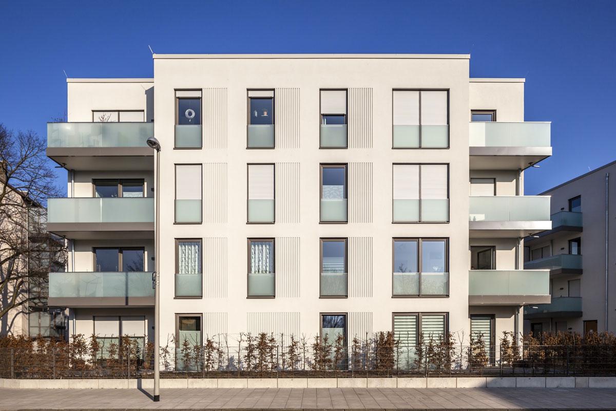 Vertikálne či horizontálne drážky so StoDeco prvkov sú obľúbeným výrazovým prostriedkom súčasnej architektúry