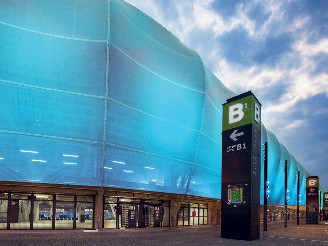 Efektívnosť štadióna zvyšuje aj osvetlenie modernými LED svietidlami.