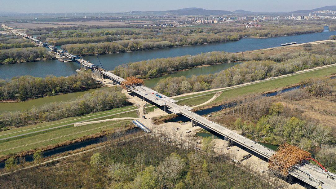 Obr. 4 Letecký pohľad na výstavbu Dunajského súmostia apríl 2020