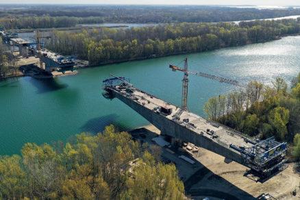 Obr. 6 Výstavba mosta nad veslárskou dráhou apríl 2020