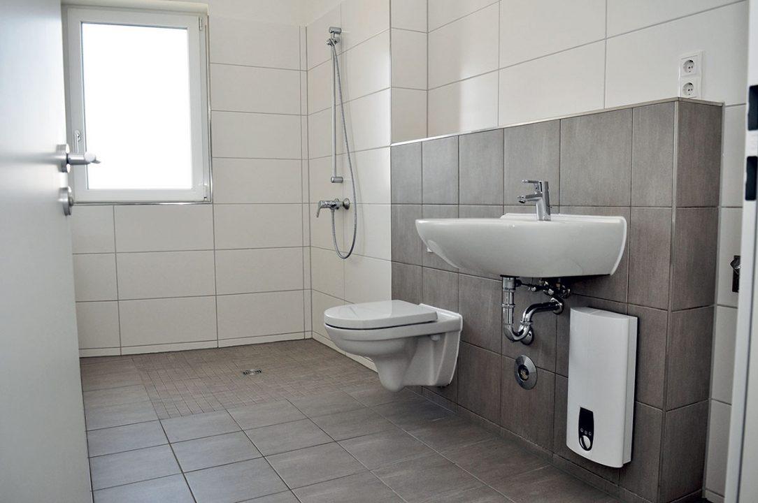Príprava teplej vody sa realizuje v decentralizovanom systéme v bytoch pomocou elektronicky riadeného prietokového ohrievača.
