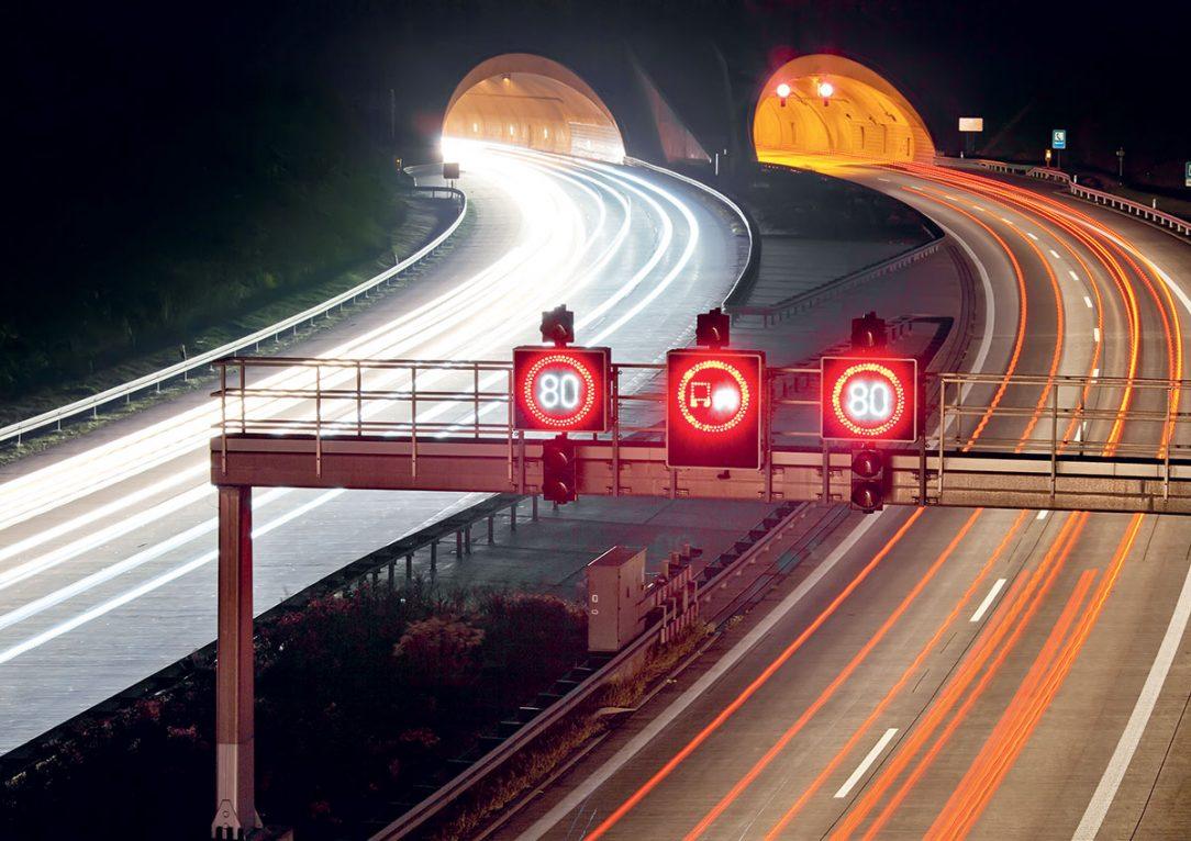 Tunnel Fahrbahn Autos Fotolia 36640399
