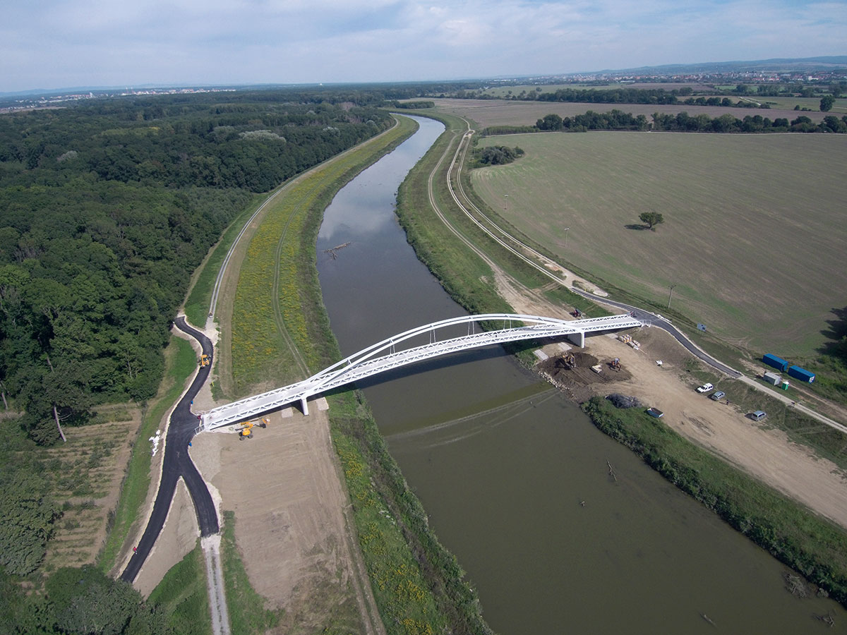 Výstavba lávky cez rieku Moravu 1