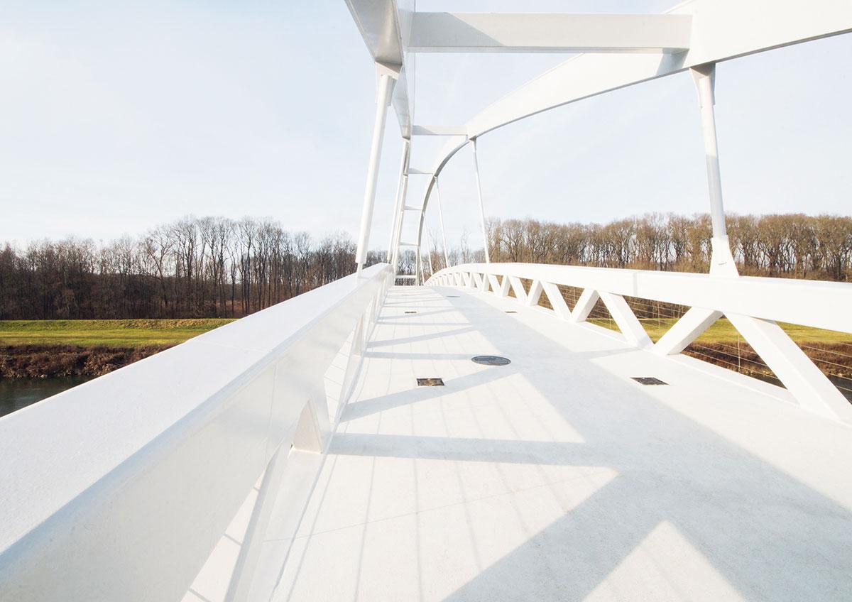 Výstavba lávky cez rieku Moravu 2