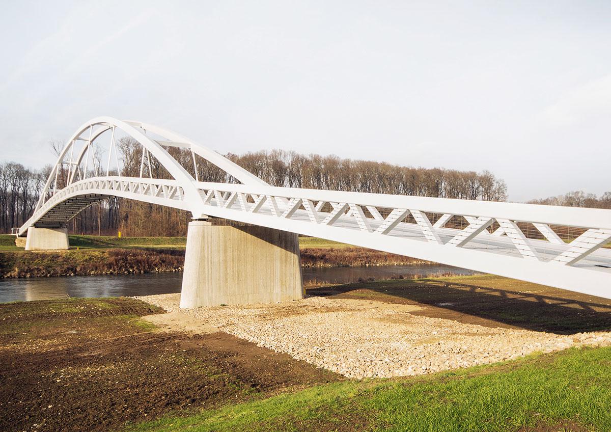 Výstavba lávky cez rieku Moravu 3