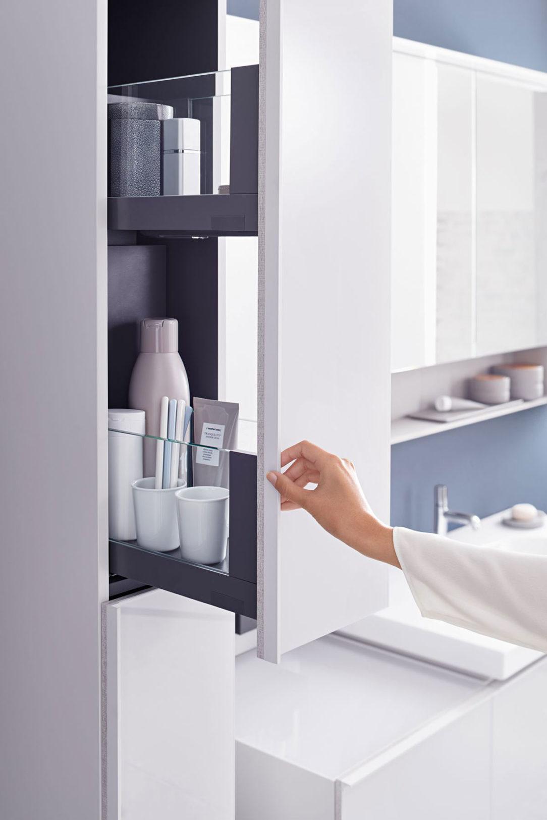 2018 Bathroom 04 U Acanto Series Detail with Hand bigview