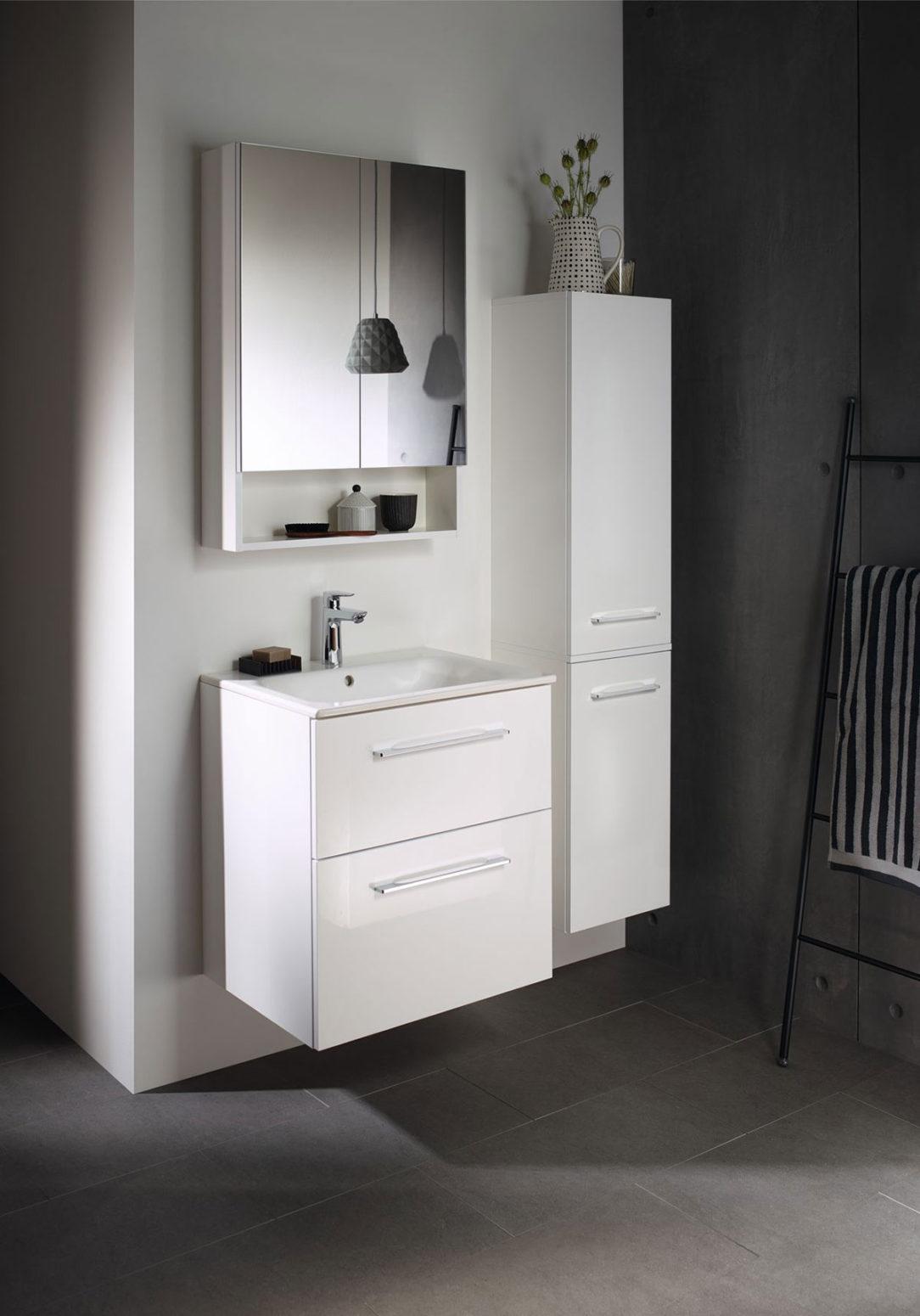 Nábytok v rôznych šírkach a farebných vyhotoveniach ponúka riešenie pre každú kúpeľňu.