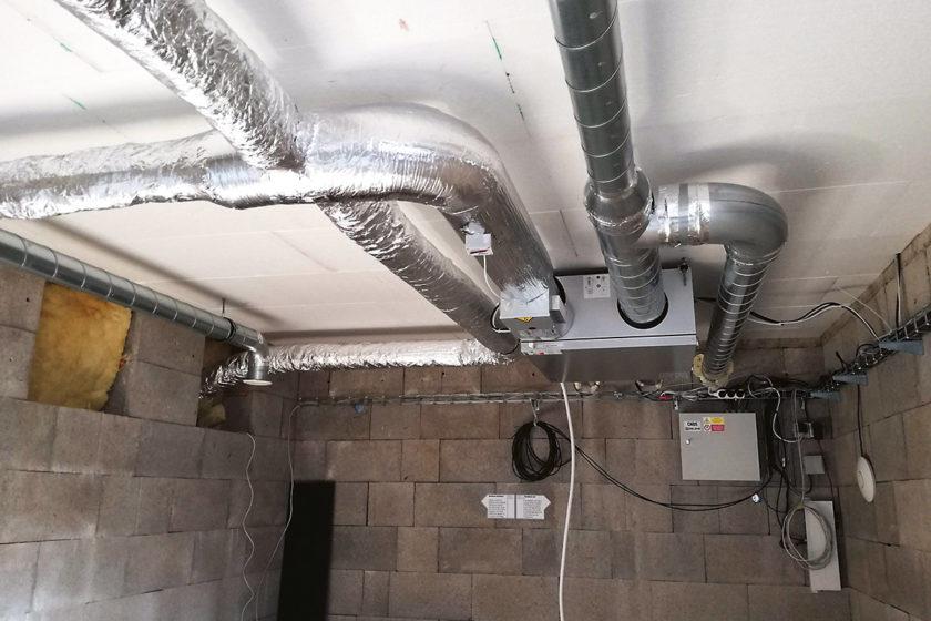 Systém teplovzdušného vykurovania vtechnickom podlaží experimentálneho objektu [1]