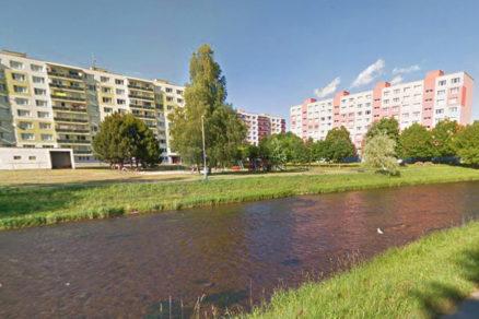 Obr. 1 Riešená teplovodná kotolňa je situovaná vblízkosti rieky Hron [11].