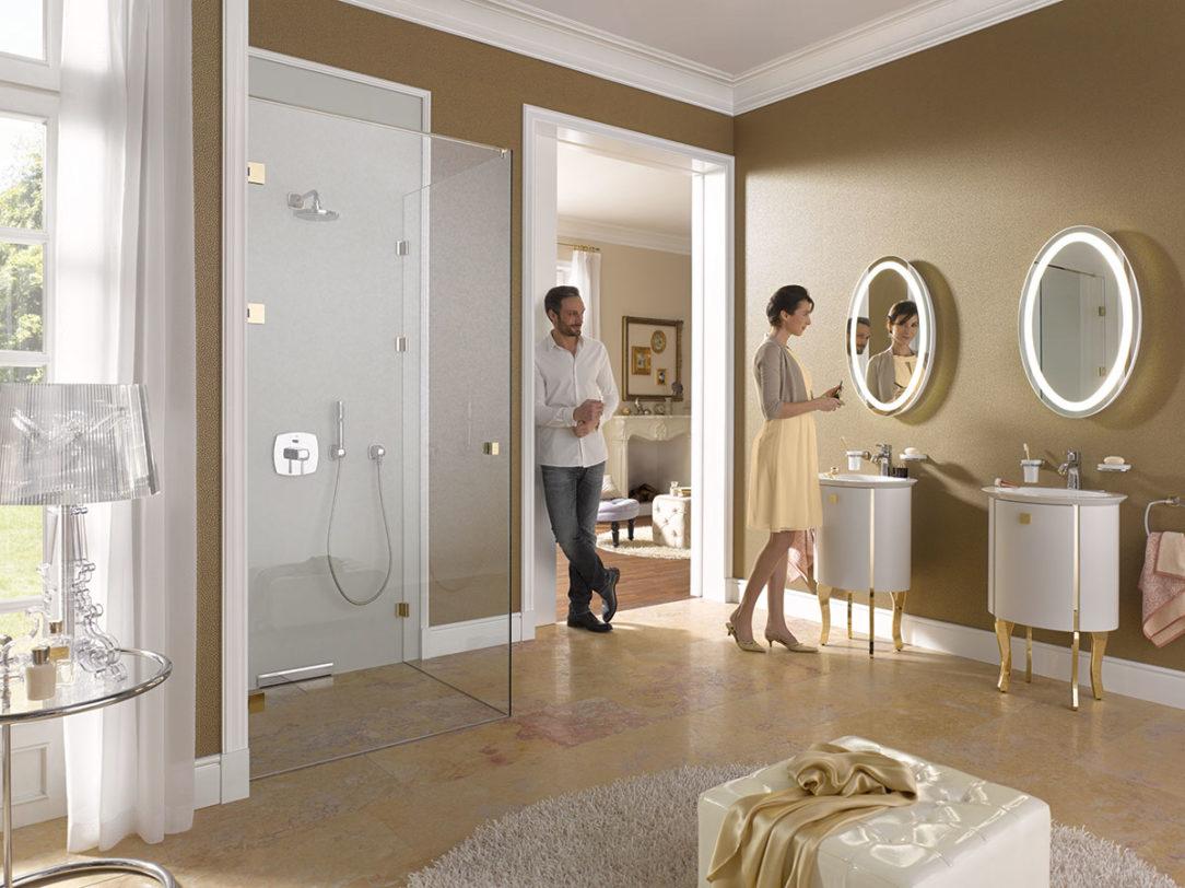 Sklenený sprchovací box dodáva kúpeľni jedinečný lesk, pocit čistoty a opticky zväčšuje jej priestor.