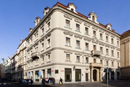 Secesný Kafkov dom v Prahe v blízkosti Staromestského námestia po rozsiahlej rekonštrukcii.