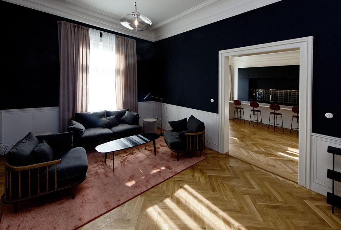 V interiéroch sa snúbia klasické a moderné prvky jemnosť dekadencia honosnosť i útulnosť.