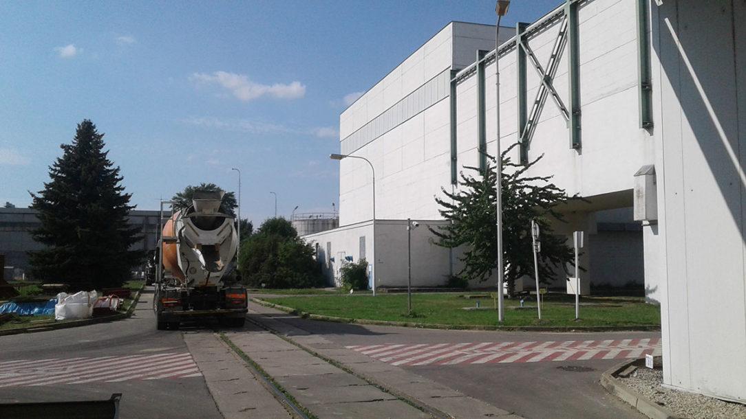 BetónRacio riešil aj betón vodotesnej konštrukcie bazéna mokrej fragmentácie tlakovej nádoby reaktora v odstavenej elektrárni V1 v Jaslovských Bohuniciach.