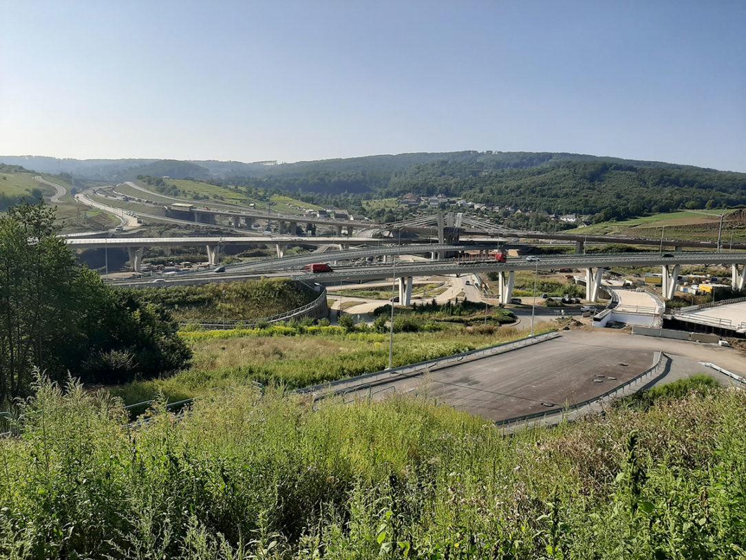 Veľkými výzvami sú inžinierske stavby v rámci diaľničného programu – na obrázku vidieť úsek D1 Prešov, západ– Prešov, juh.