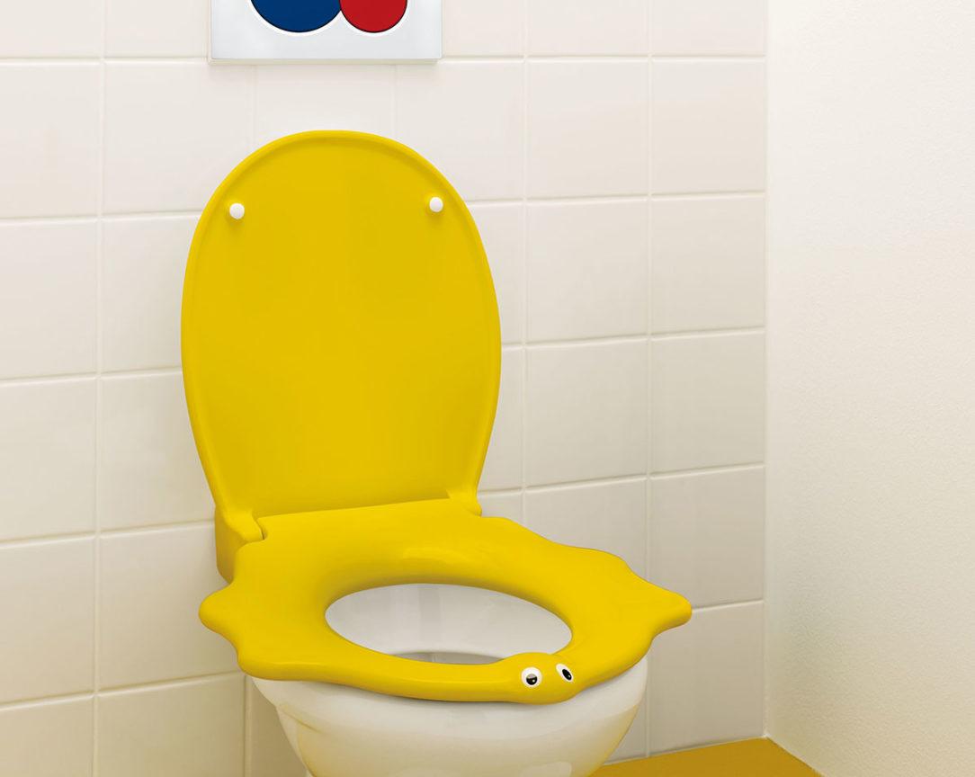 Detské sedadlo v tvare korytnačky má bočné opierky ktoré dodávajú dieťaťu pocit istoty.