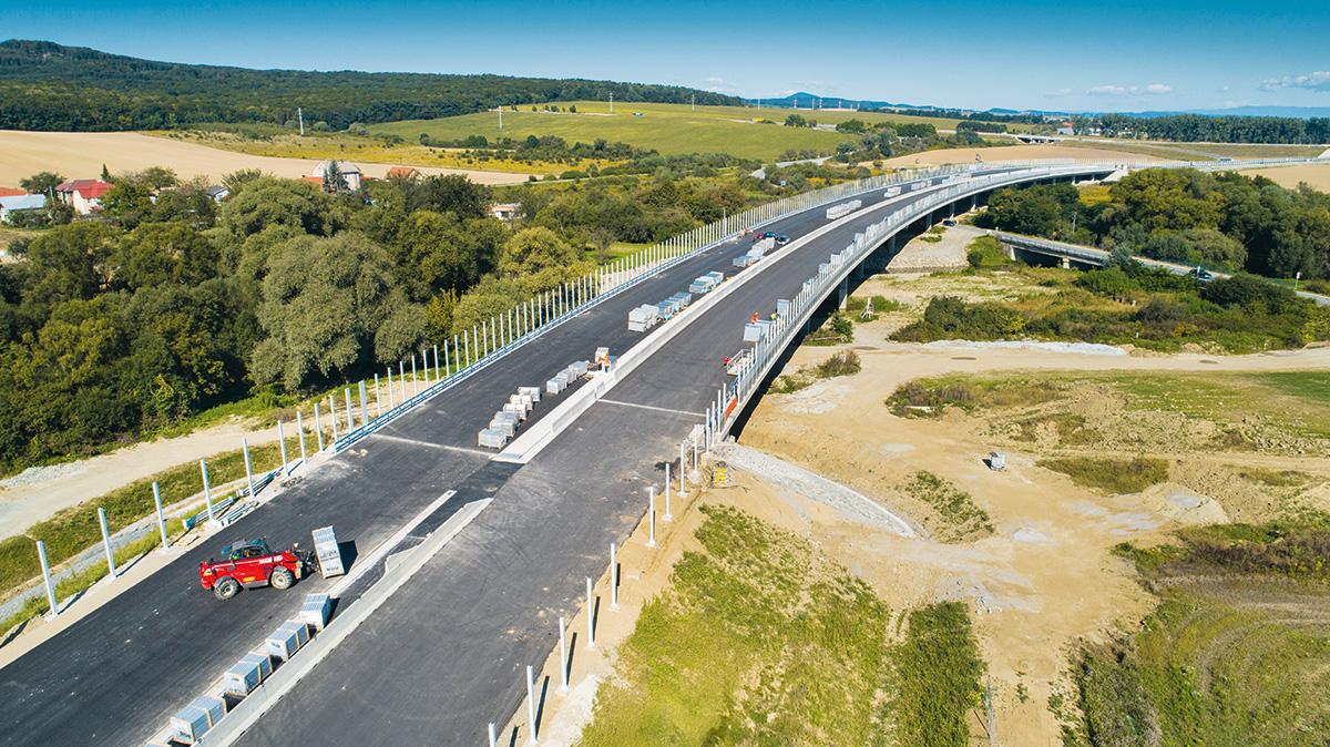 Úsek diaľnice D1 Budimír - Bidovce počas výstavby