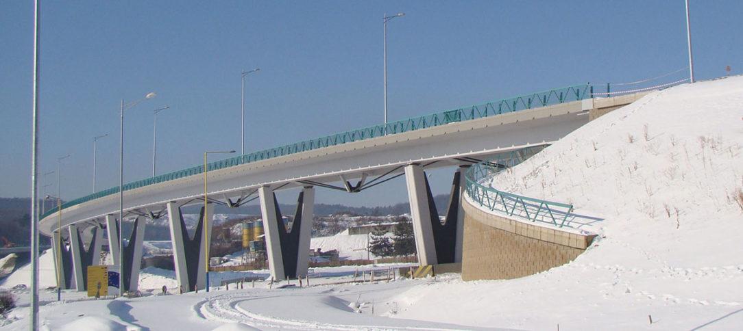 Obr. 1 Pohľad na mostný objekt 215-00 po dobudovaní 1. etapy križovatky