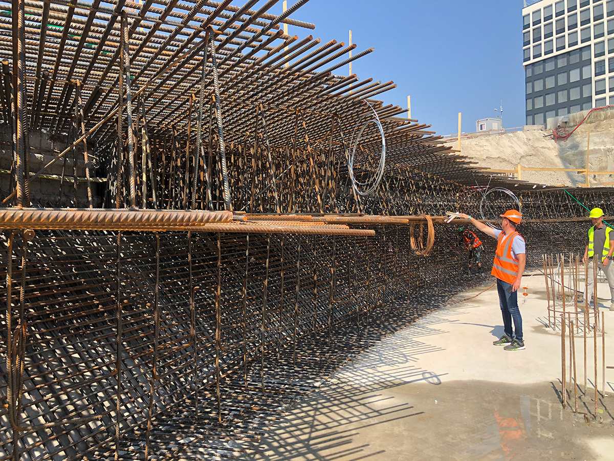 Príprava na betónovanie základov EUROVEA 2 3